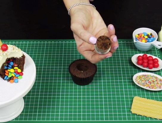 Schritt 1 - Cupcakes aushöhlen