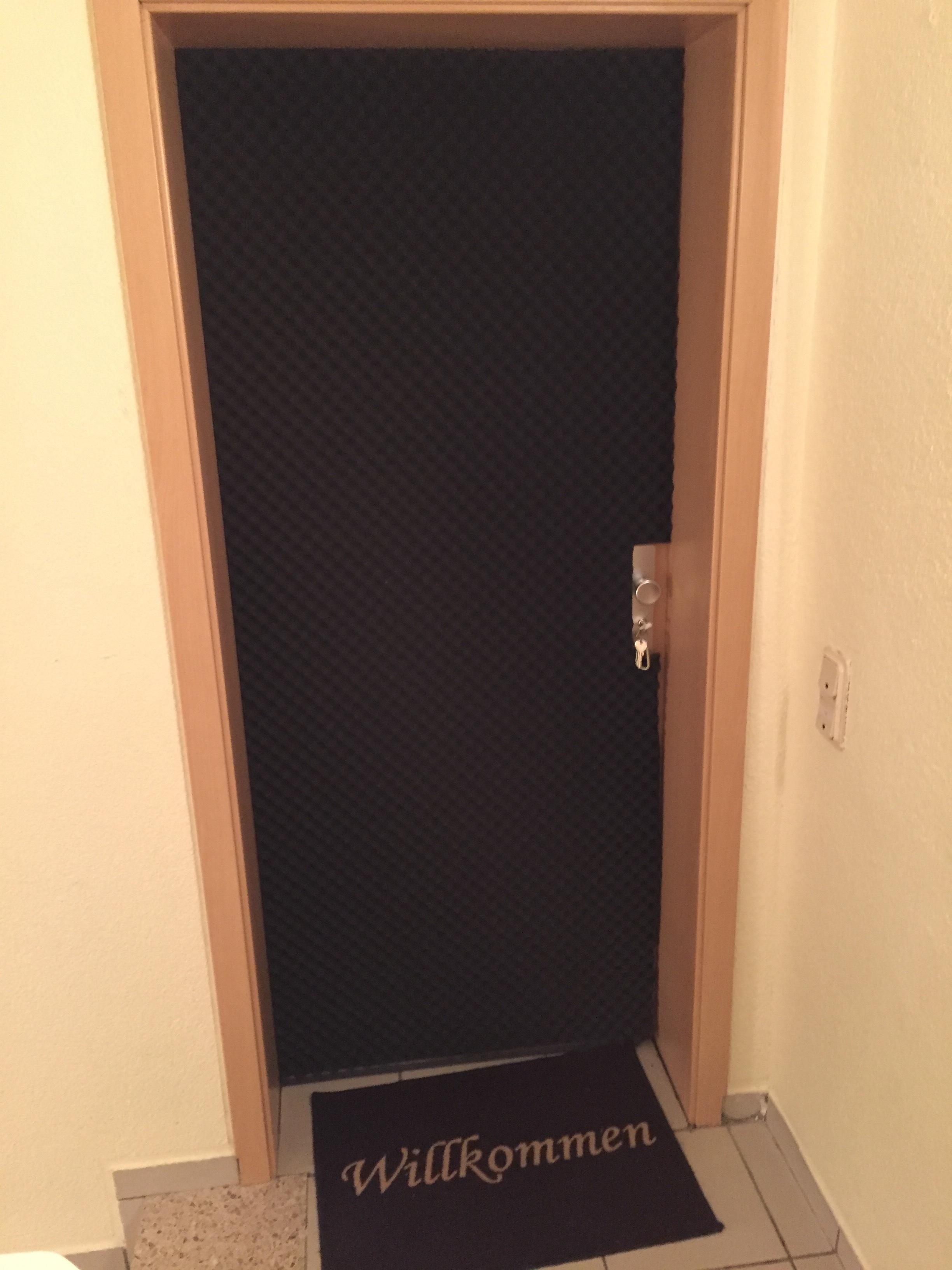 wie kann ich meine wohnungst r gegen l rm aus dem t. Black Bedroom Furniture Sets. Home Design Ideas