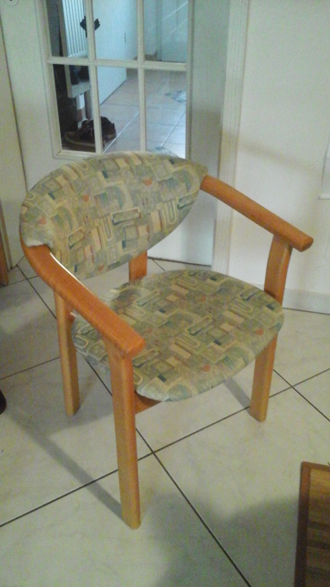 st hle gesucht wer weiss. Black Bedroom Furniture Sets. Home Design Ideas