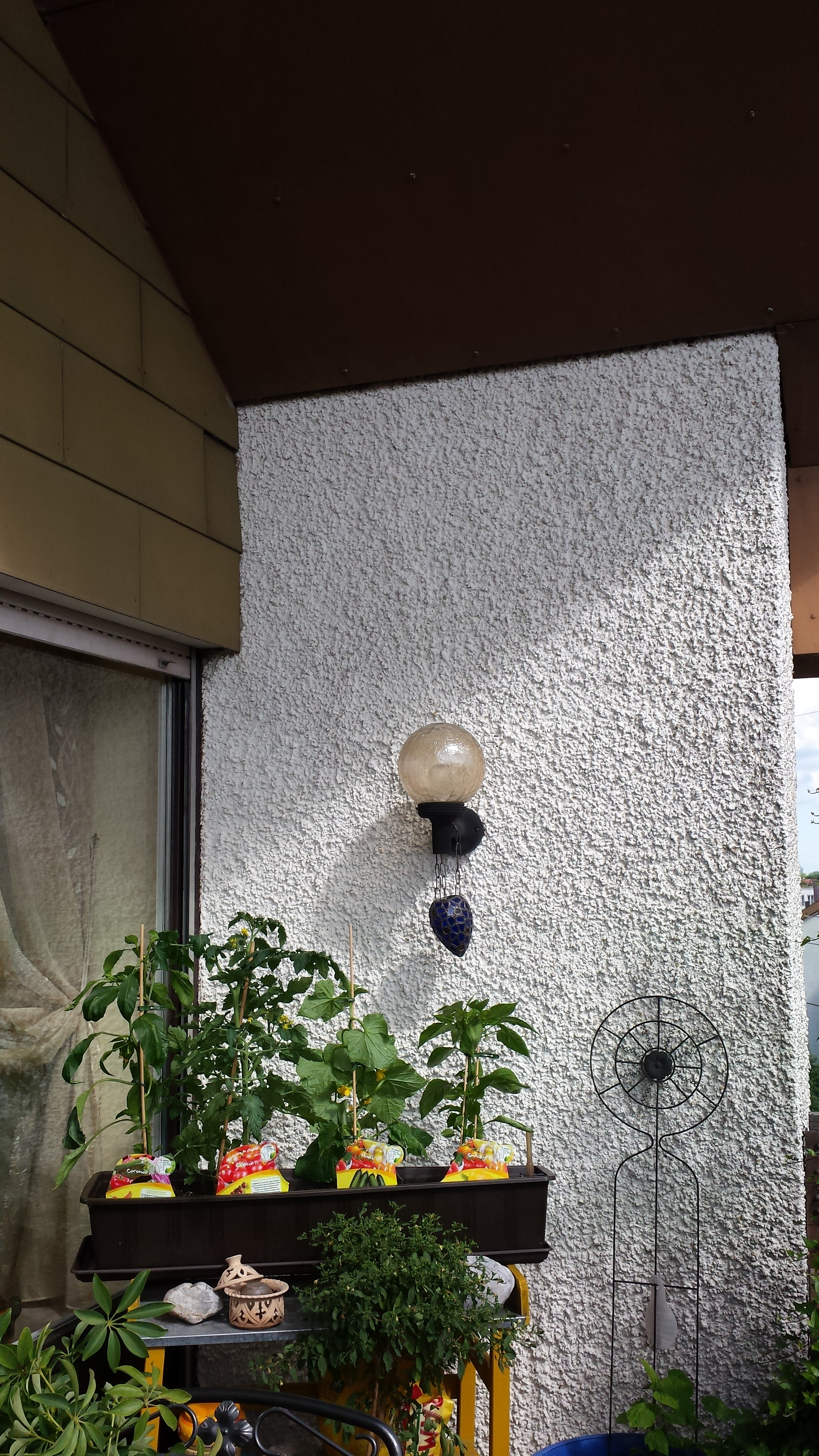 kann man eine markise auf dem balkon auf den mauers wer weiss. Black Bedroom Furniture Sets. Home Design Ideas