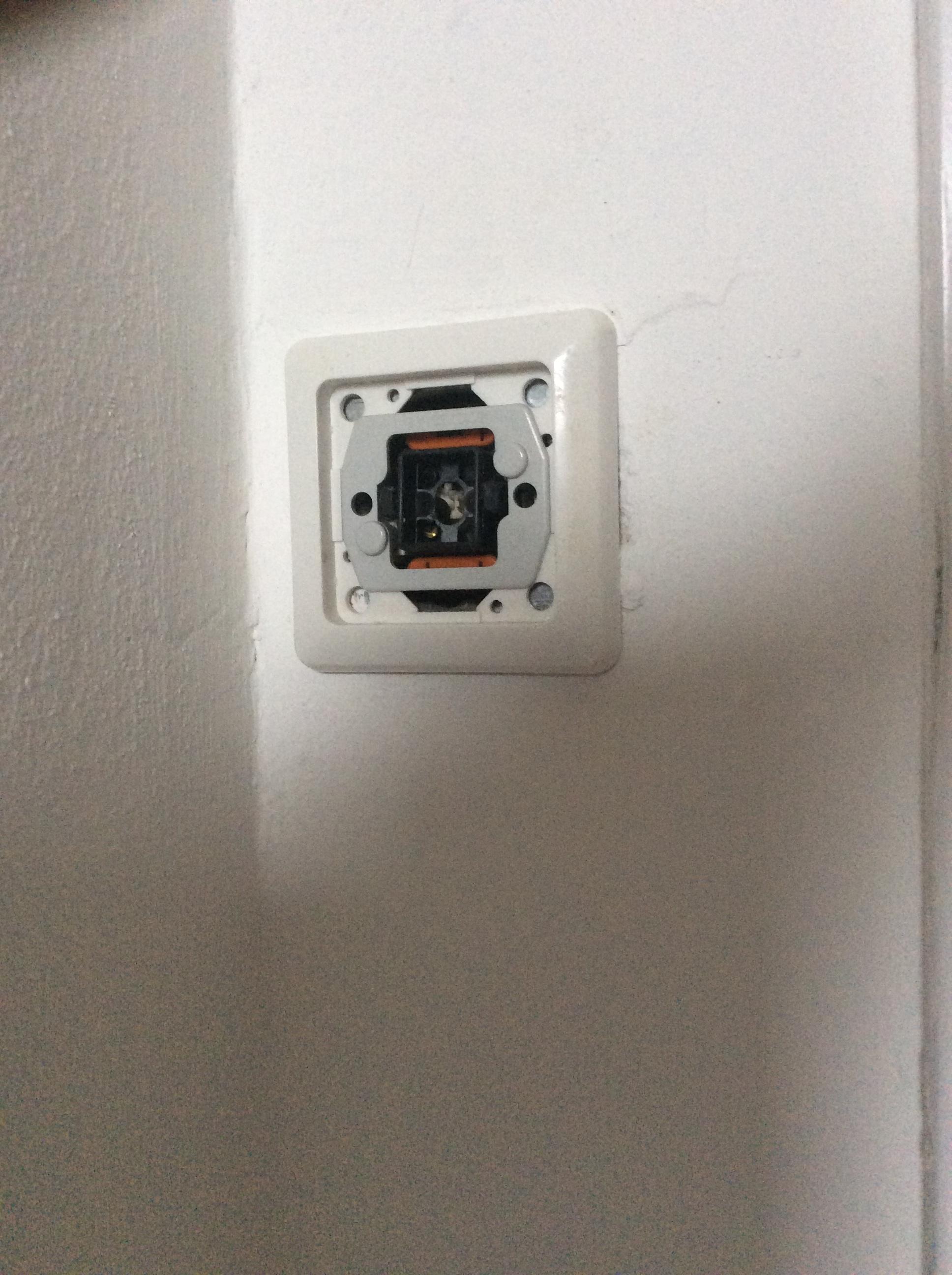 Hersteller dieses Lichtschalters? | wer-weiss-was.de