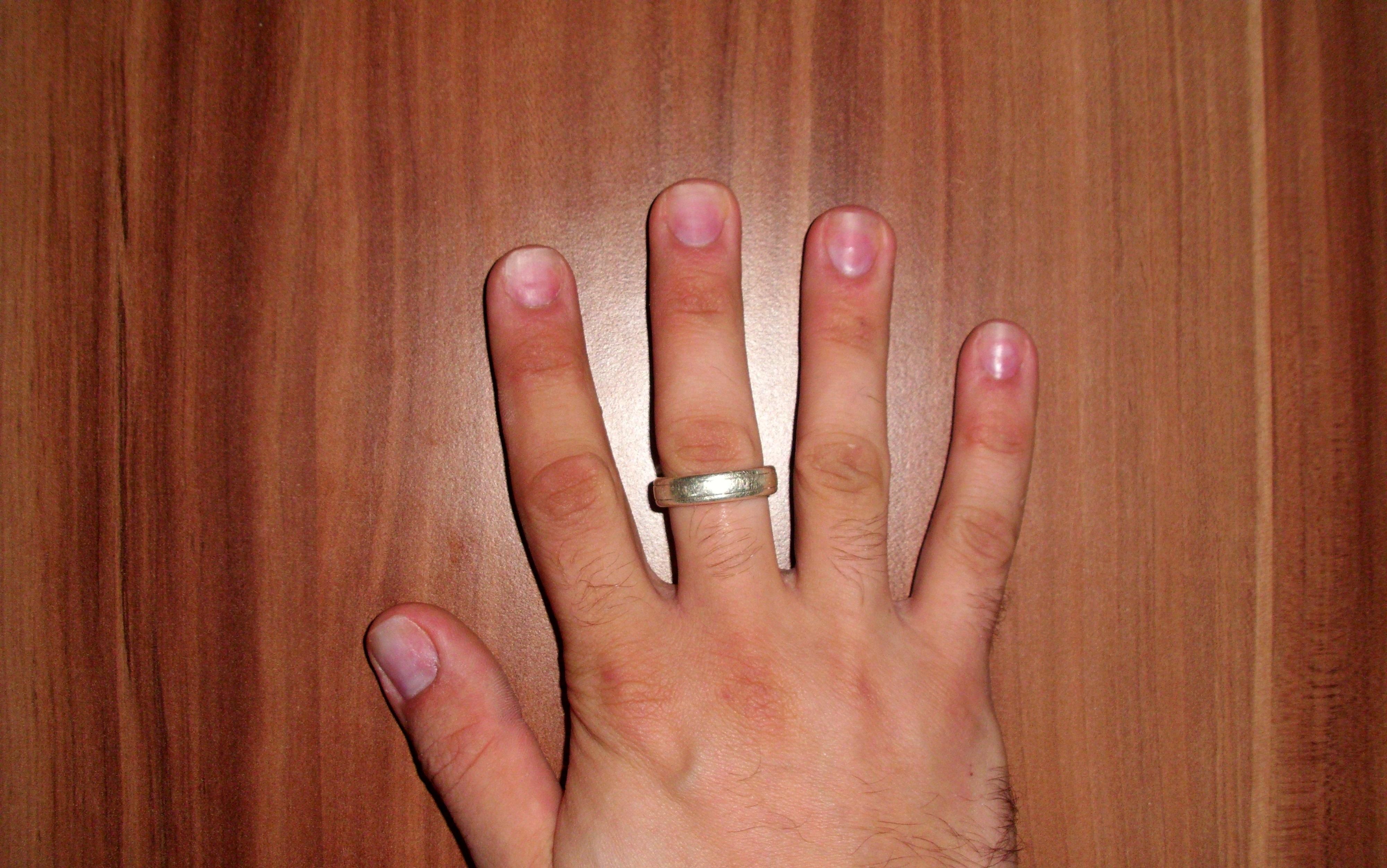 Lange fingernagel mann